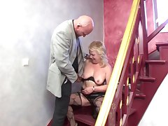 Saggy knockers blonde mature spreads her wings to have dirty sex
