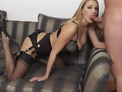 Blondine In Nylons Vernascht Mich Am Sofa