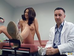 Slim babe lets the doctor to work her pussy forth a crazy mode