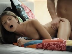 Hot young girls Keira with the addition of Gina Gerson share dig up in idealizer threesome