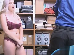 Guard fucks curvy babe after stripe search
