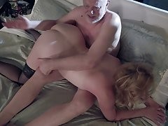 Mature heavy slutty housewife Marlene Riggs gives quite a solid blowjob