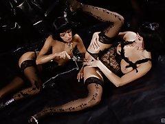 Lesbians Suzie Carina and Zoe McDonald have a trinity with a team up